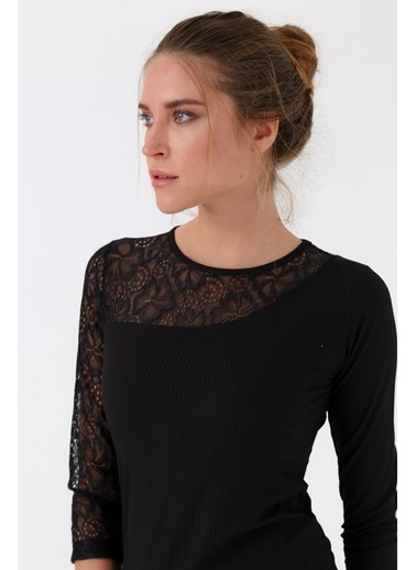 Jument Frida Kaşkorse Dantelli Sıfır Yaka Capri Kol Bluz Siyah